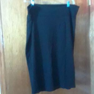 Side slit mid-length skirt